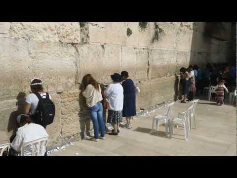 Jerusalem - Kotel - IDF women soldiers friends praying