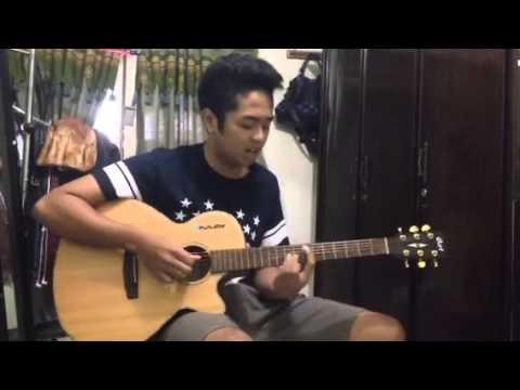 Tulus-Mengagumi Mu Dari Jauh Acoustic Cover by Putu Riadi