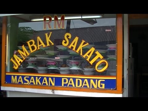 Jakarta Restaurant 28 Jambak Sakato Restaurant making Chicken Curry ,etc Gulai Ayam dll.