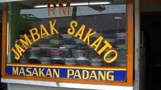 Street Food Jakarta Restaurant 28 Jambak Sakato Restaurant making Chicken Curry ,etc Gulai Ayam dll.