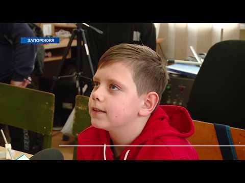 Телеканал TV5: Юних запоріжців вчили азбуці Морзе і тому, як збирати антени