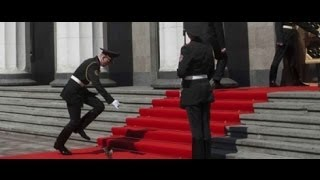 Прикол при инаугурации Порошенко Януковича