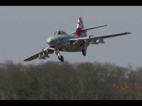 SKYMASTER  RC GRUMMAN F-9 COUGAR FLAME OUT + GREAT SAVE BY TOBY AT BARKSTON WARBIRDS MEET - 2014