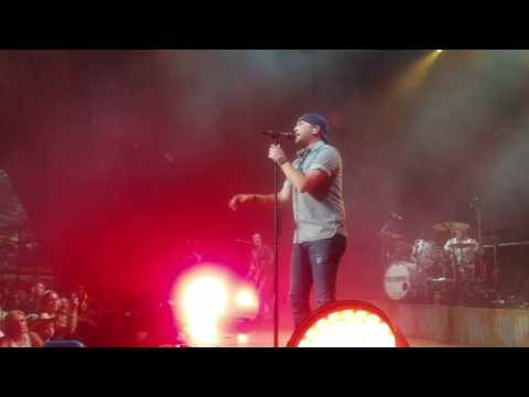 Cole swindell wth concert blossom music center Cleveland ohio