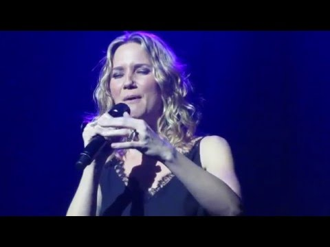 "Jennifer Nettles - ""She Used To Be Mine"" (Live in Boston)"