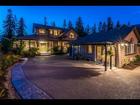 Stunning Lakefront Luxury Home In British Columbia
