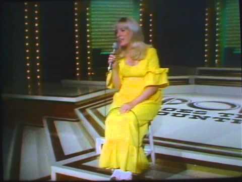 """Barbara Fairchild  """"Live"""" The Teddy Bear Song"""