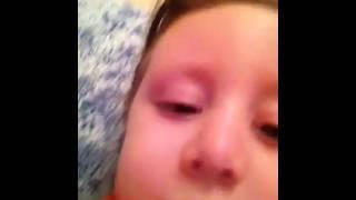 3 летняя девочка плачет над концовкой Хатико