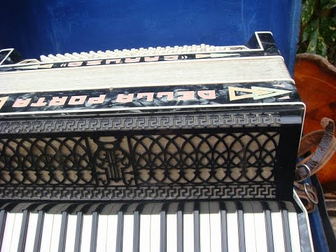 Vintage Old  piano  Accordion  ** See Video **