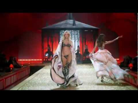 Victorias Secret Fashion Show 2010  Part 1