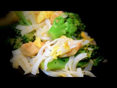 Chicken & Rice Noodle Stir-Fry (Asian Style Cooking Recipe)