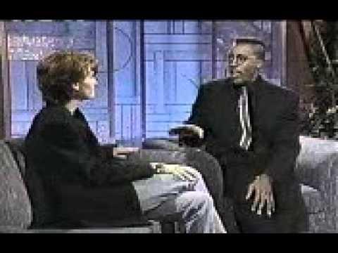 Julia Roberts @ The Arsenio Hall Show - 1990 (1/4)