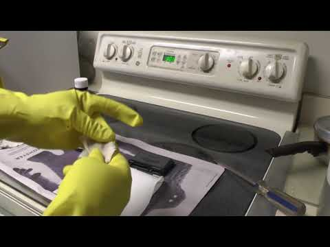 Cleaning an SD card slot or SD card