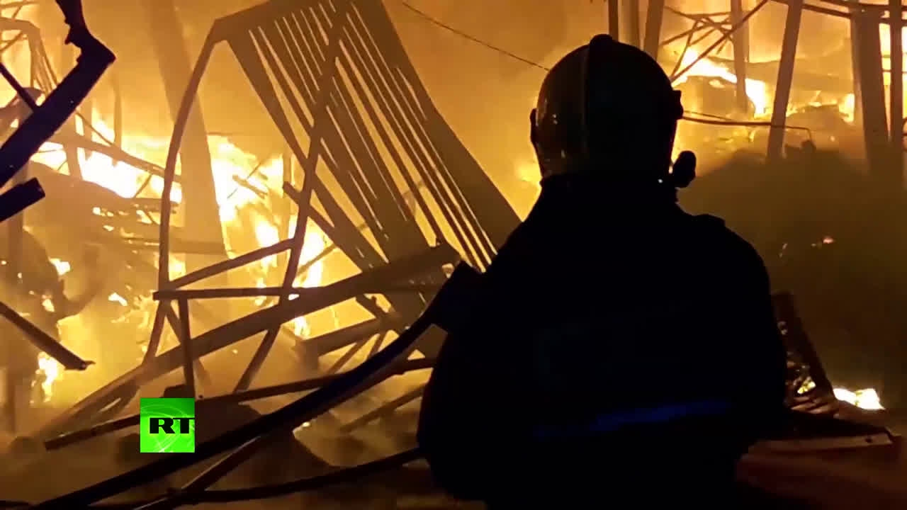 Около 100 спасателей привлечены к тушению пожара в подмосковных Мытищах