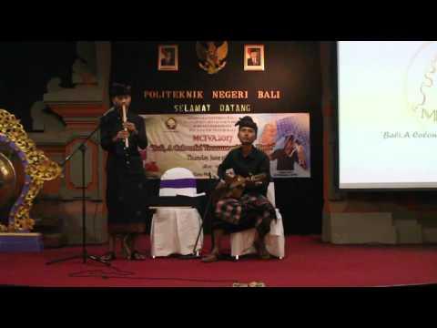 Perform di Kampus Politeknik Negeri Bali. Putri cening ayu-ratu anom (medley).