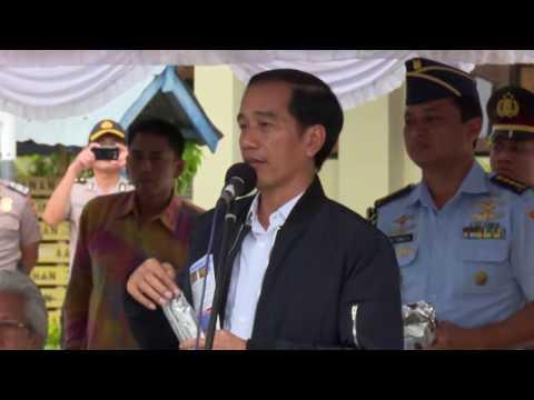 Presiden Joko Widodo Meninjau Program Pemberian Makanan Tambahan.