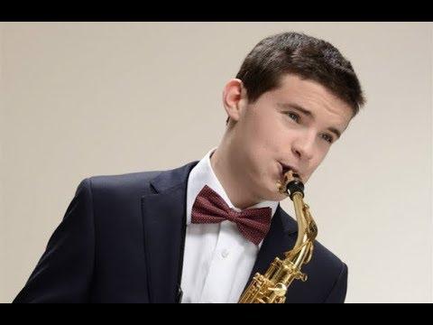 Известный музыкант саксофонист