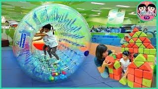 หนูยิ้มหนูแย้ม   เล่นเครื่องเล่นใหม่ที่ Indoor playground Kidzooona