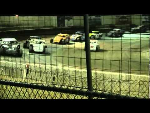 Victorville Raceway Park IMCA Main Event (8-6-11).avi