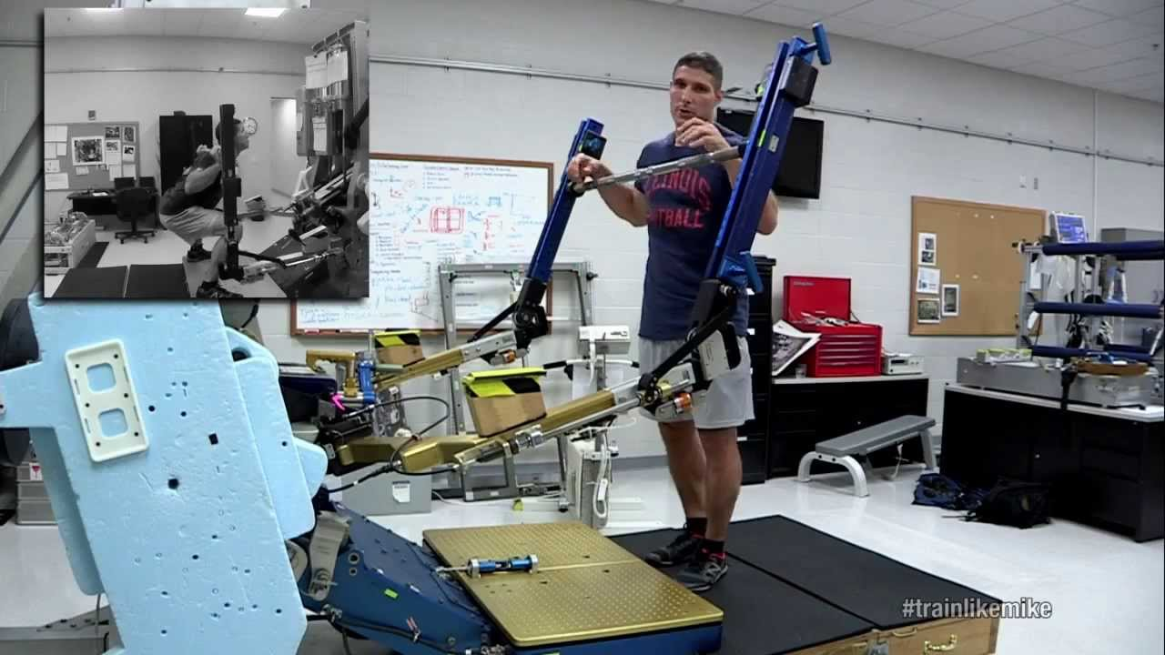 Astronaut Mike Demonstrates the ARED Space Fitness Machine ...