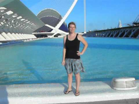 Viaje a la Ciudad de las Artes y las Ciencias Eva frente al Museo Principe Felipe