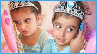 Karlar Kraliçesi Prenses Elsa Kötü Kraliçeye Dönüştü, Deniz Kızı Hannah Yardım Etti