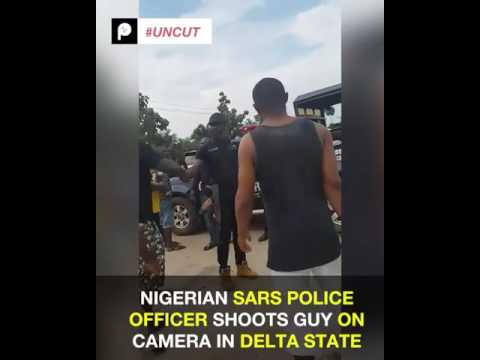 Nigerian Police (SARS) officer shoots a guy in broad day in Delta State