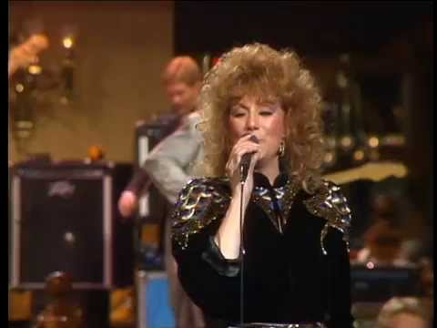 Dottie West - A Lesson In Leavin'
