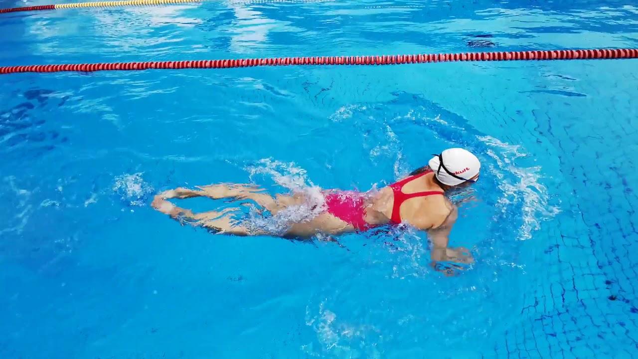 65878a99c 5 cviků, které vám zlepší prsa - Arena shop - plavky a příslušenství Arena