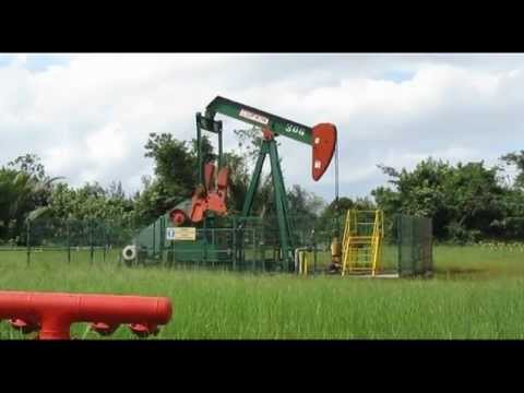 Travel Brunei-scenic drive to oil-producing town of Seria 旅游文莱