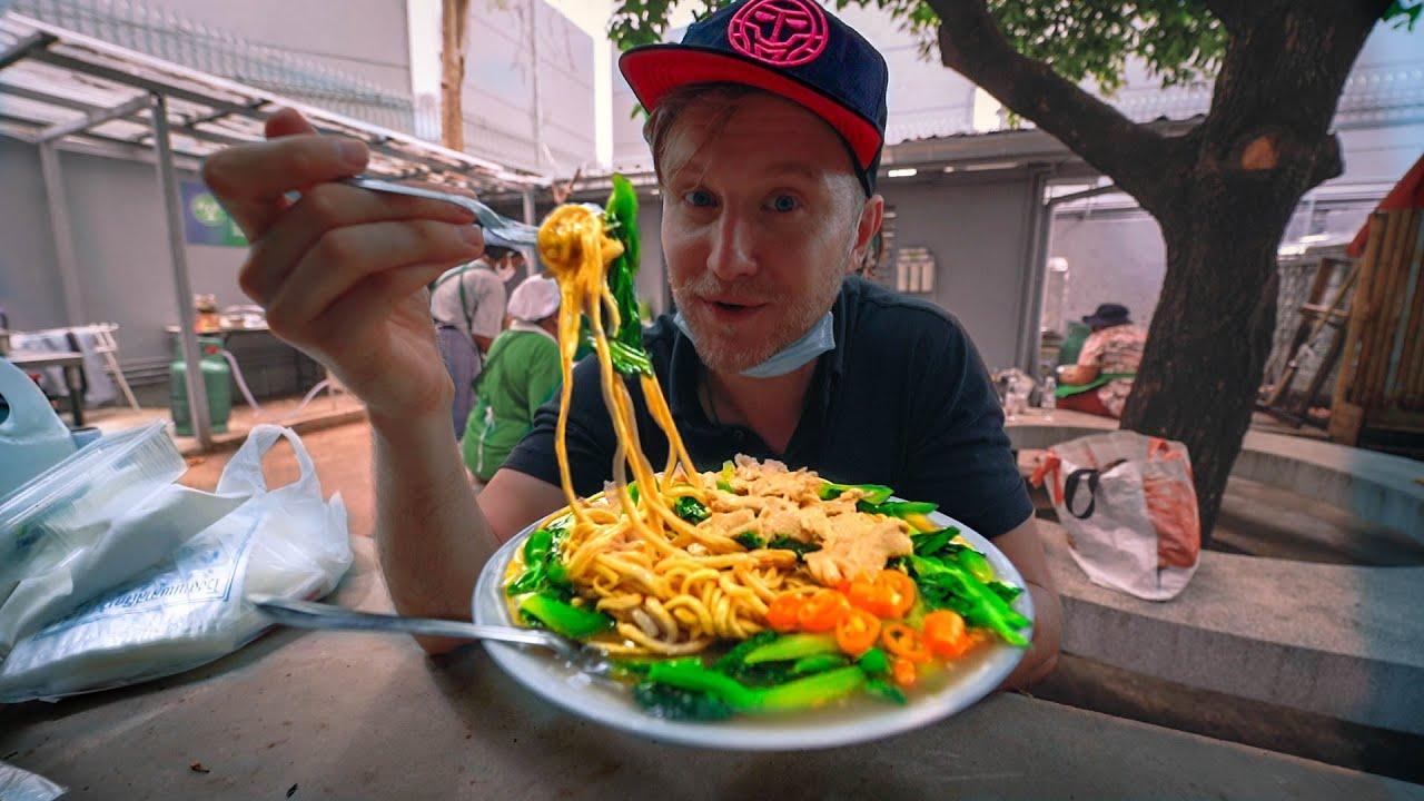 FREE FOOD DAY / อาหารฟรี / Solving FOOD WASTE Problem in Bangkok Thailand