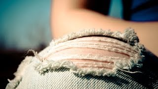 Как сделать крутые дырявые джинсы!(Как сделать дырки/потертости на джинсах? Инструкция на МегаТекстах: http://megatexts.ru/63-kak-sdelat-dyrki-na-dzhinsah.html Аудио-..., 2014-01-28T16:05:55.000Z)