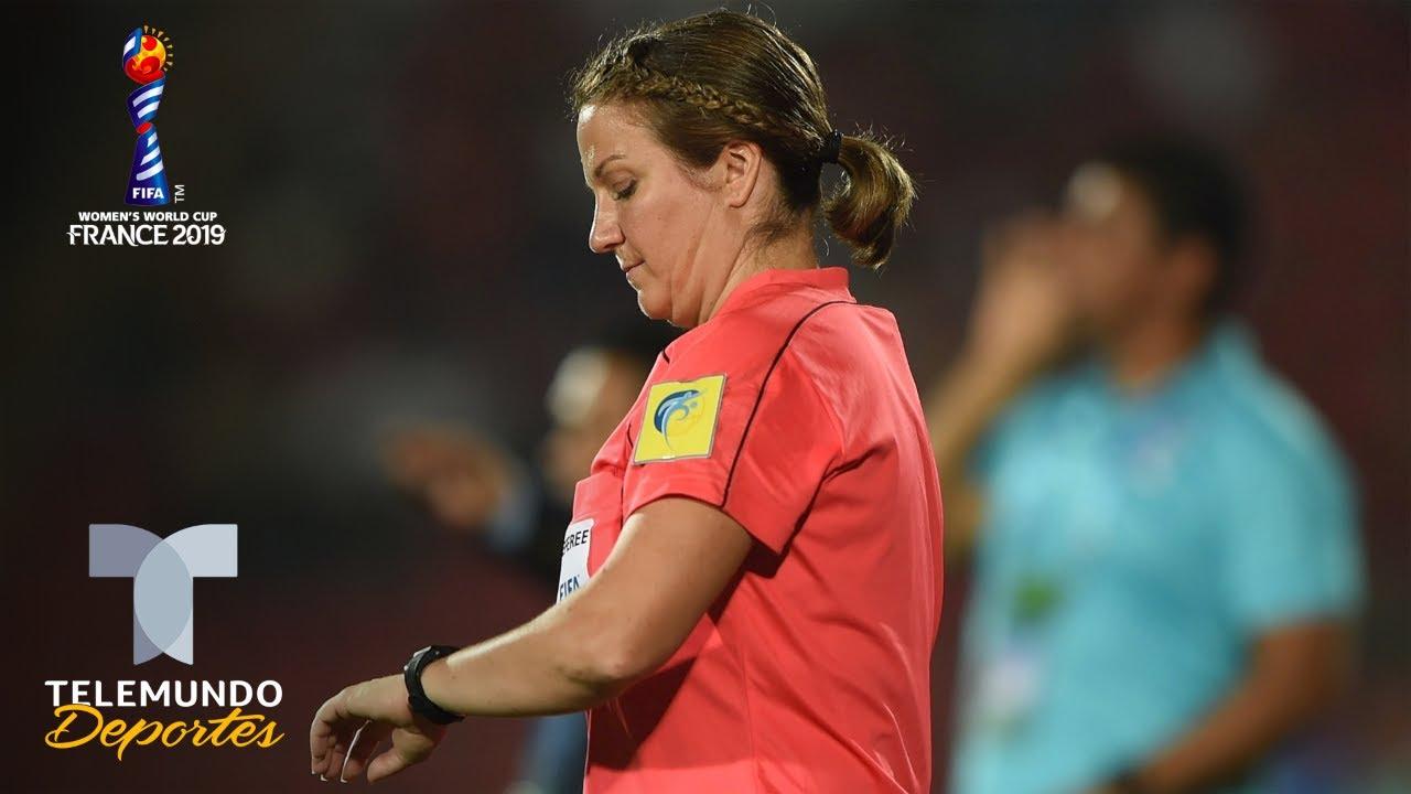 Árbitra del Mundial Femenino es baja del torneo por cáncer de mama | Telemundo Deportes