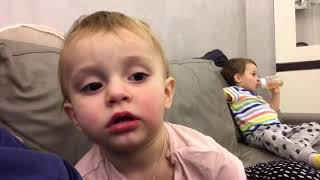 Ребёнок затыкает отцу рот