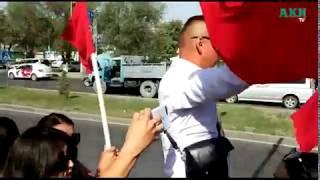 Gambar cover Митинг возле здания Форума отменен. Сторонники Атамбаева выдвигаются в Кой-Таш...