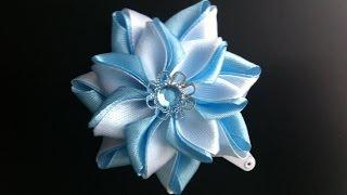 Украшение на заколку Канзаши  Бело голубой цветок  Цветок из узких лент.