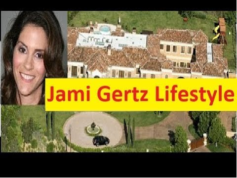 Jami Gertz Net Worth, Cars, House, Private Jets and Luxurious Lifestyle