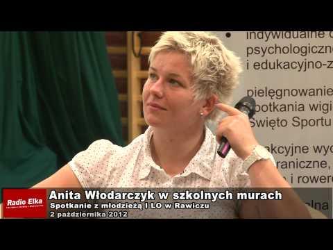 Anita Włodarczyk w szkolnych murach