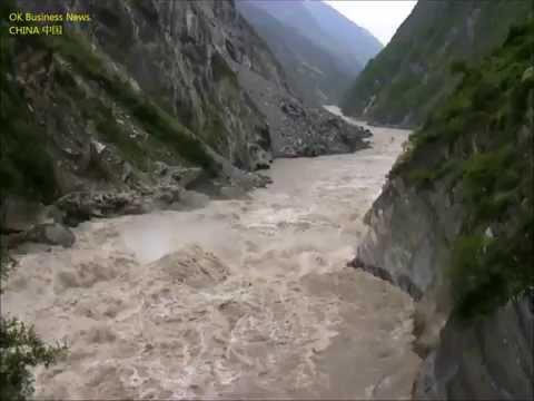 Lijiang: Tigersprung-Schlucht (Jinsha-Fluss) Tiger Leaping Gorge (Yangtze River) 丽江市: 虎跳峡 (金沙江, 长江)
