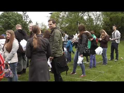 Hug a tree - Weltrekord im Guinness Buch der Rekorde -  WWF im Grugapark
