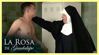 La Rosa de Guadalupe: Elías corre desnudo en la escuela   Toda frase puede ser interrumpida por un..