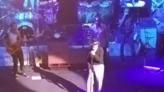 Carlos Santana Introduces His Band (MUST SEE!)