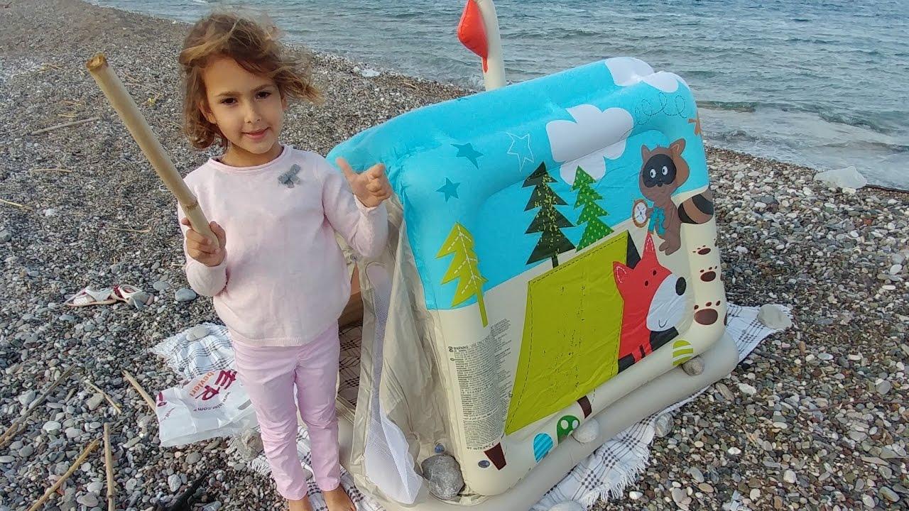 Plajda hayvanlar alemi evini açıyoruz, eğlenceli çocuk videosu
