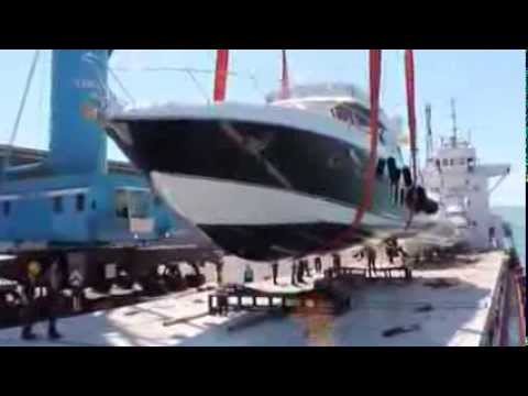 BM Yacht & Workboat Transport / Lifting and stowing motor yacht