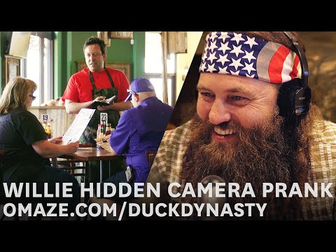 Willie Robertson pranks customers at Willie's Duck Diner… for charity