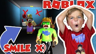 RUN FROM CREEPY CLOWN! / SURVIVE THE HORROR in ROBLOX SMILE X)