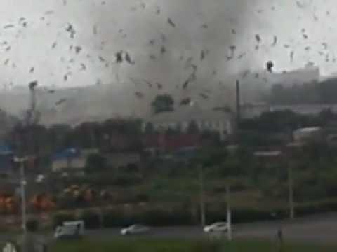 Смерч в городе Благовещенске, 31 июля 2011 (exclusive video)