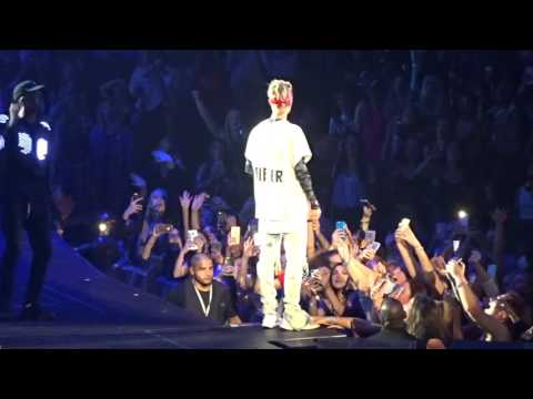 Justin Bieber - Boyfriend (Live in Dallas, TX at American Airlines Center April 10, 2016)