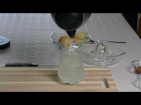 Acqua calda e limone ricetta benefica del mattino preparazione e benefici