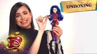 The Evie Doll 💙 | Unboxing with Sofia Carson 📦 | Descendants 3